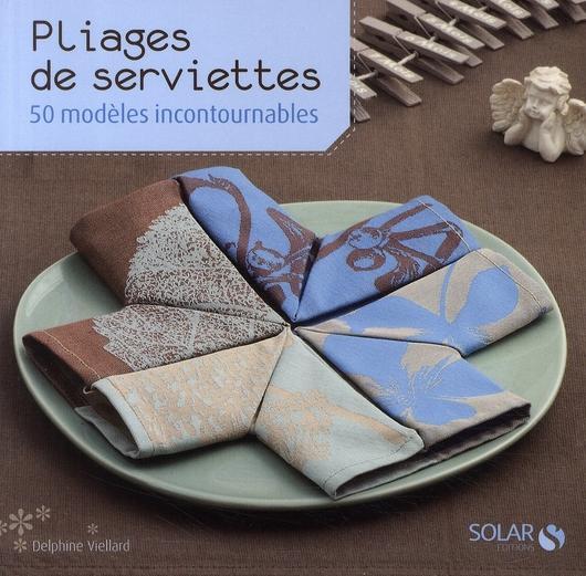 livre pliages de serviettes 50 mod les incontournables. Black Bedroom Furniture Sets. Home Design Ideas